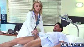 وصل إلى المستشفى حيث تعمل عاهرة