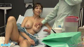 كانت تستمني في سرير المستشفى لأنها كانت غير صبور