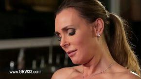 ممارسة الجنس مع امرأة جميلة ابتزها رجل
