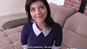 أنا أحبها لأنها لديها عيون زرقاء