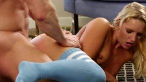 جمال شقراء جميلة الذي يمارس الجنس فقط لتصبح صديقها