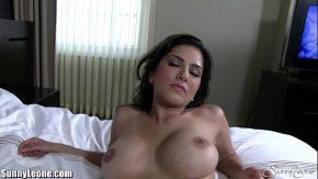 السيدة مع ثديي رائع يريدك لها في السرير