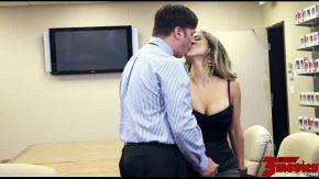 ممارسة الجنس في العمل مع سيدة كبيرة الثديين