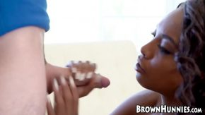 استغل جيدا صبي في سن المراهقة لديه امرأة شابة سوداء