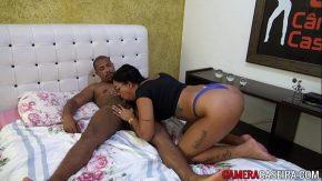 انتهى الرجل الأسود في سرير امرأة قابلها في الشارع عن طريق الصدفة