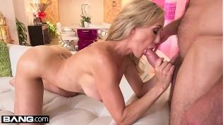 الجبهة امرأة شقراء يريد الجنس مع صديقها ابنها